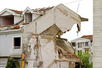 earthquake-damaged-houses